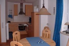 Ferienhaus Nordseemuschel in Norddeich - Esstisch und Küche